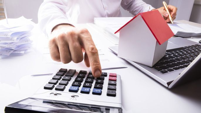 The functions of the accountant in the contracting companies